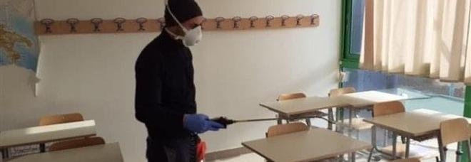Napoli, il Covid corre ancora a scuola: 9 studenti e 7 docenti positivi