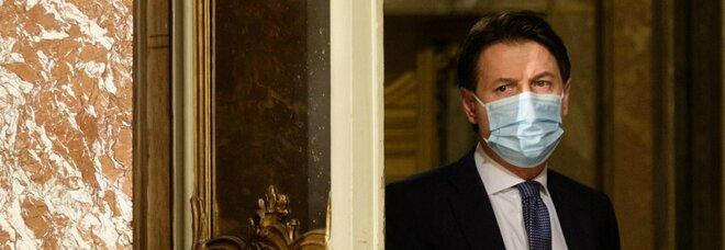 Governo, oggi il sì al Recovery, ma Renzi verso lo strappo: Conte tentato dal voto
