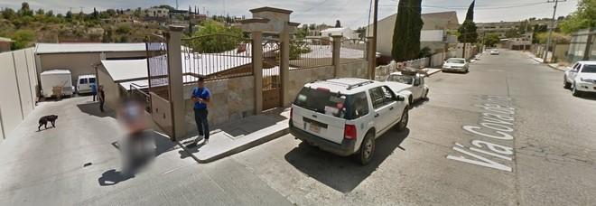 Vede passare la Google Car e reagisce così: scatta la censura nella Street View su Maps