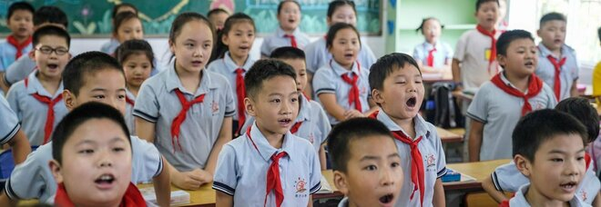 Covid, a Wuhan suona la campanella: 2,4 milioni di bambini a scuola (senza mascherine)