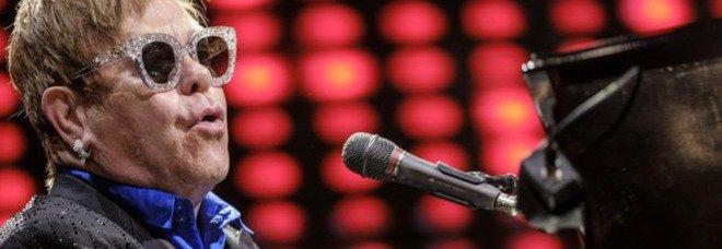 """Elton John pubblica il suo album """"perduto"""" 53 anni dopo"""