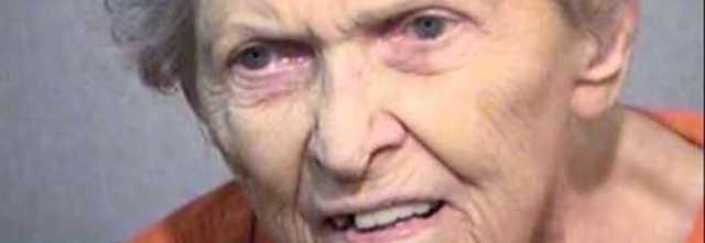 Non vuole trasferirsi nella casa di riposo, 92enne uccide il figlio a colpi di pistola