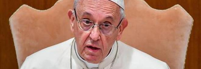 Pedofilia, attacco a Francesco da ex nunzio. Il Papa: «Giudicate voi»