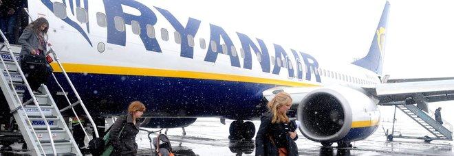Ryanair e bagagli, scattano le nuove regole sui trolley: ora conviene l'imbarco priority