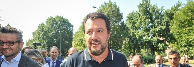 Proiettile in busta per Salvini. «Non mi fanno paura, vado avanti»