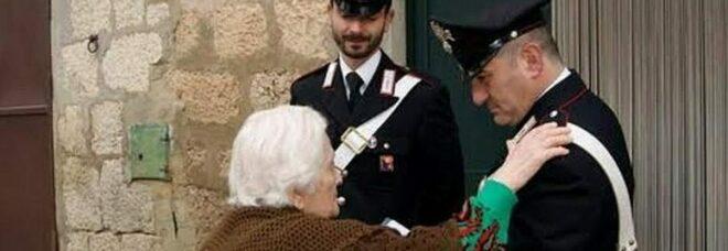 Si finge venditore di immagini sacre e ruba 3.500 euro in casa di anziana