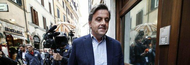 Governo, Calenda a Renzi: «Caro Matteo, una buffonata finire la crisi con il Conte 3»