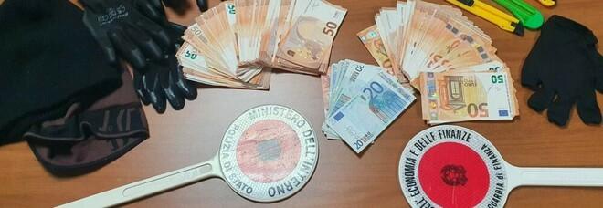 Colpo in banca nel Napoletano, ma all'uscita c'è la polizia: presi quattro banditi, uno è in ospedale