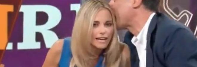 Francesca Fialdini, la gaffe fuori onda a La Vita in Diretta: «Questo copione fa schifo» Video