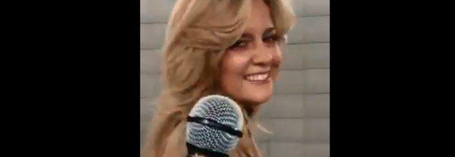 Donna invitata a cantare nella metropolitana di Londra Shallow di Lady Gaga, la sua interpretazione diventa virale