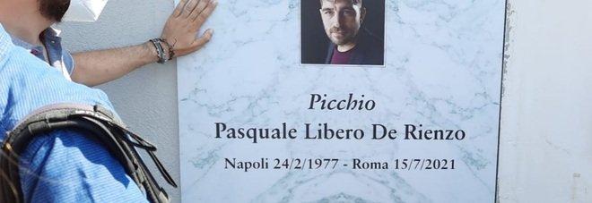Libero de Rienzo, silenzio e dolore per l'ultimo saluto all'attore in Irpinia