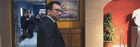 Battisti, la Camera penale denuncia Bonafede e il M5S scarica il ministro