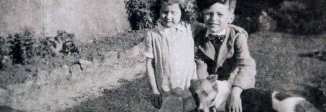 Regno Unito, dopo settanta anni una donna scopre chi porta i fiori sulla tomba del fratello