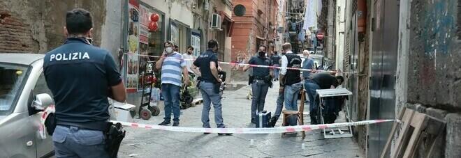 Agguato a Napoli, si torna a sparare nei Quartieri spagnoli: due feriti, sono incensurati