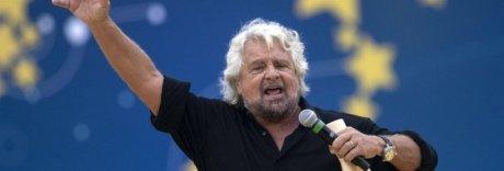 Grillo, bufera dopo gag sull'autismo e Renzi attacca: «Beppe, fai schifo»
