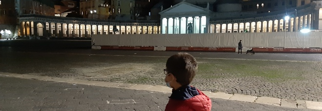 Lockdown in Campania, venerdì scatta il coprifuoco dalle 23: dai baretti a teatri, Napoli spegne le luci