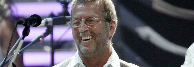 Eric Clapton: «Non suonerò nei club dove sarà obbligatoria la vaccinazione. Disastrosa la mia epserinza con Astra Zeneca»