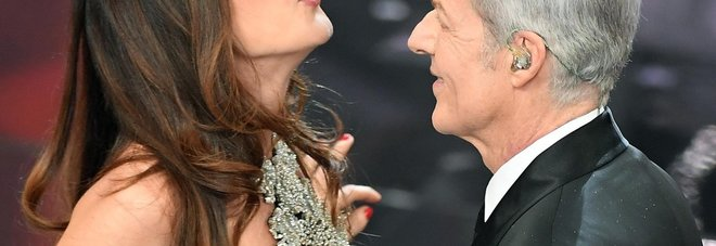 Sanremo, sorpresa Virginia Raffaele: entra dalla platea e imita la Hunziker