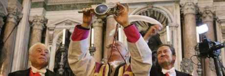 San Gennaro compie il miracolo di dicembre: sangue sciolto