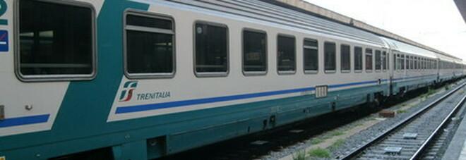 63enne aggredito da due giovani sul treno Lecco-Milano