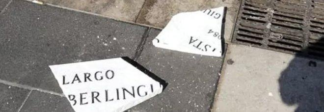 Napoli, la targa di Berlinguer danneggiata da un automezzo dell'Asia