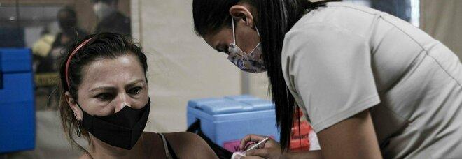 Vaccino, due dosi «riducono le morti da Covid del 95%»: l'ultimo studio dei ricercatori