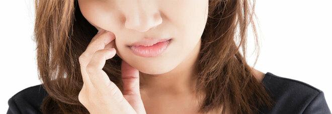 """Denti sensibili al freddo, scoperta la causa: colpa di una proteina termometro"""" presente sotto lo smalto"""