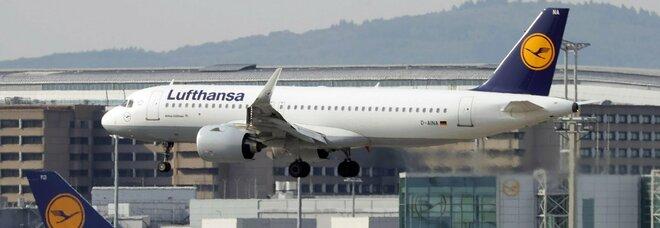 Covid, Lufthansa aumenta i tagli: via 150 aerei e oltre 22.000 lavoratori