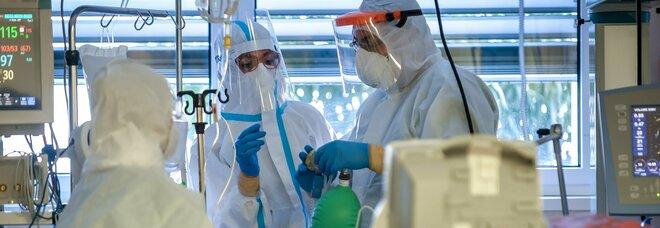 Covid, ospedali al limite: nelle rianimazioni precedenza ai pazienti con più speranza di vita