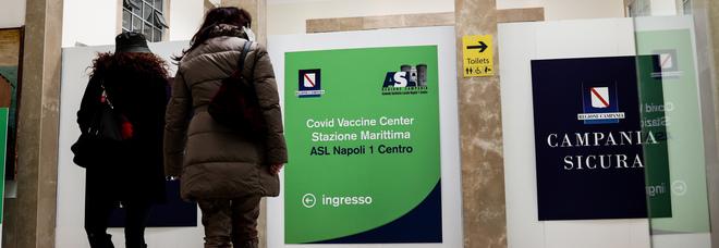 AstraZeneca, è psicosi a Napoli: dopo i docenti anche i vigili urbani disertano il vaccino