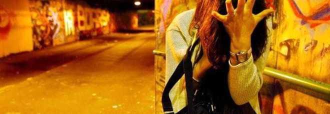 Tentò di violentarla in strada, lei riuscì a scappare: condannato