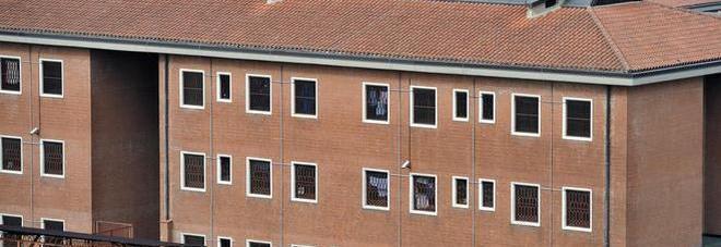 Aggressione nel carcere di Avellino, detenuto ferisce agente penitenziario