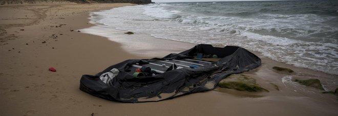 Migranti, naufragio al largo delle coste libiche. «Cento dispersi in mare»