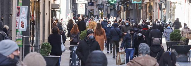 Coronavirus a Napoli: folla ovunque tra saldi, San Valentino e il Carnevale