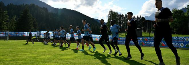 Allarme Covid, presunto positivo nel ritiro della Lazio: arriva Lotito