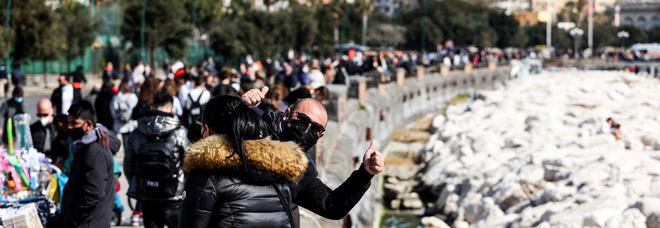 Covid in Campania, oggi 2.113 positivi e 40 morti: l'indice di contagio scende all'8% ma crescono le terapie intensive