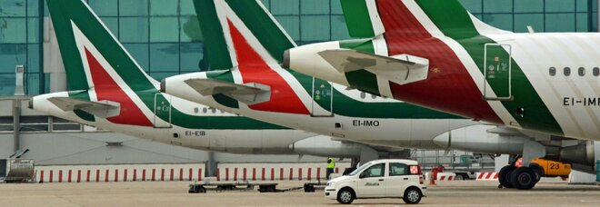 Alitalia, slitta lo stipendio di febbraio: seimila dipendenti riceveranno a marzo meno di 500 euro