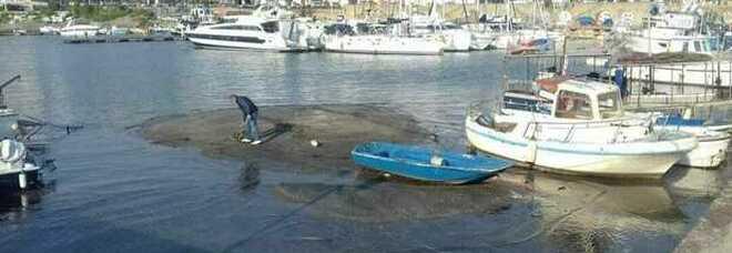 Bradisismo a Pozzuoli, allarme choc: «Imbarchi compromessi dall'effetto basse maree»