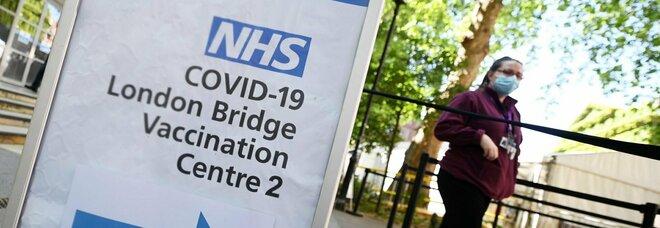 Covid, Londra cambia strategia: «Convivere con il virus, altra ondata in autunno»