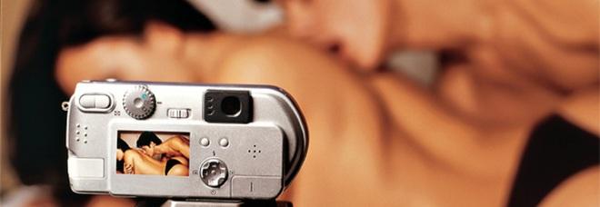 Telecamere nascoste in hotel: «1.600 clienti spiati in stanza, i video in streaming sui siti porno»