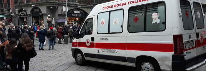 Napoli, folla e ressa al centro storico: aumentano i controlli