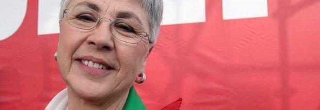 Ottavia Piccolo con il fazzoletto Anpi bloccata dalla polizia a Venezia: «Ridicolo»