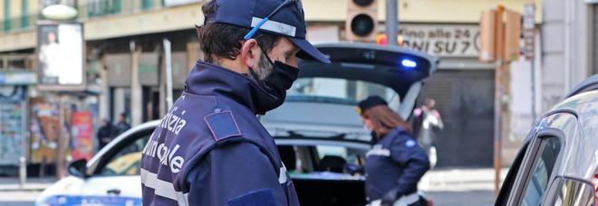 Controlli a Chiaia, denunciati otto parcheggiatori abusivi