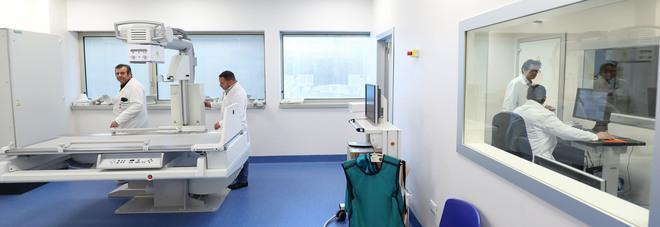 La denuncia della moglie del dentista morto all'Ospedale del Mare: «Ucciso dalla superficialità, il ministro invii gli ispettori»
