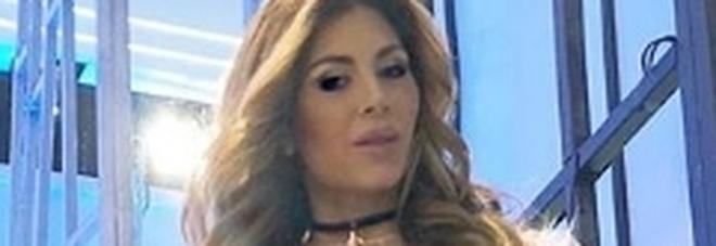 Domenica Live, Paola Caruso incinta ha un malore: Barbara D'Urso sospende l'intervista