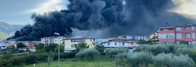 Nube tossica da Airola, chiuse le scuole in quattro Comuni del Casertano