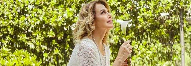 Barbara D'Urso, cenetta romantica e fuga in auto con un uomo: beccati dai paparazzi