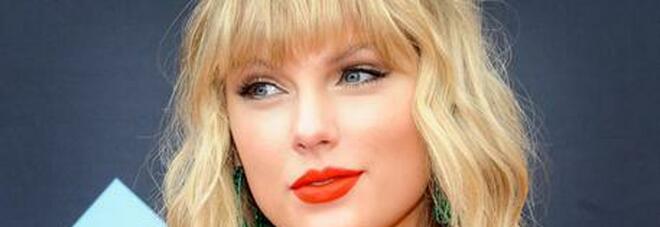 Taylor Swift dona 30mila dollari a una ragazza per pagarsi gli studi. «Ha realizzato il mio sogno»