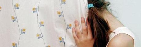 Somalo abusa di bimba di 11 anni e fugge in autobus verso Parigi