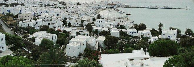 Variante Delta, coprifuoco a Mykonos sino alle 6 del mattino: vietata la musica nei locali